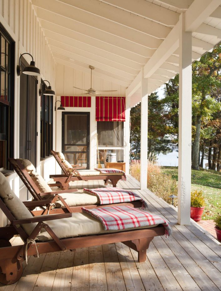 Country House Porch Decoration & Design Ideas. Sunbeds at the entrance