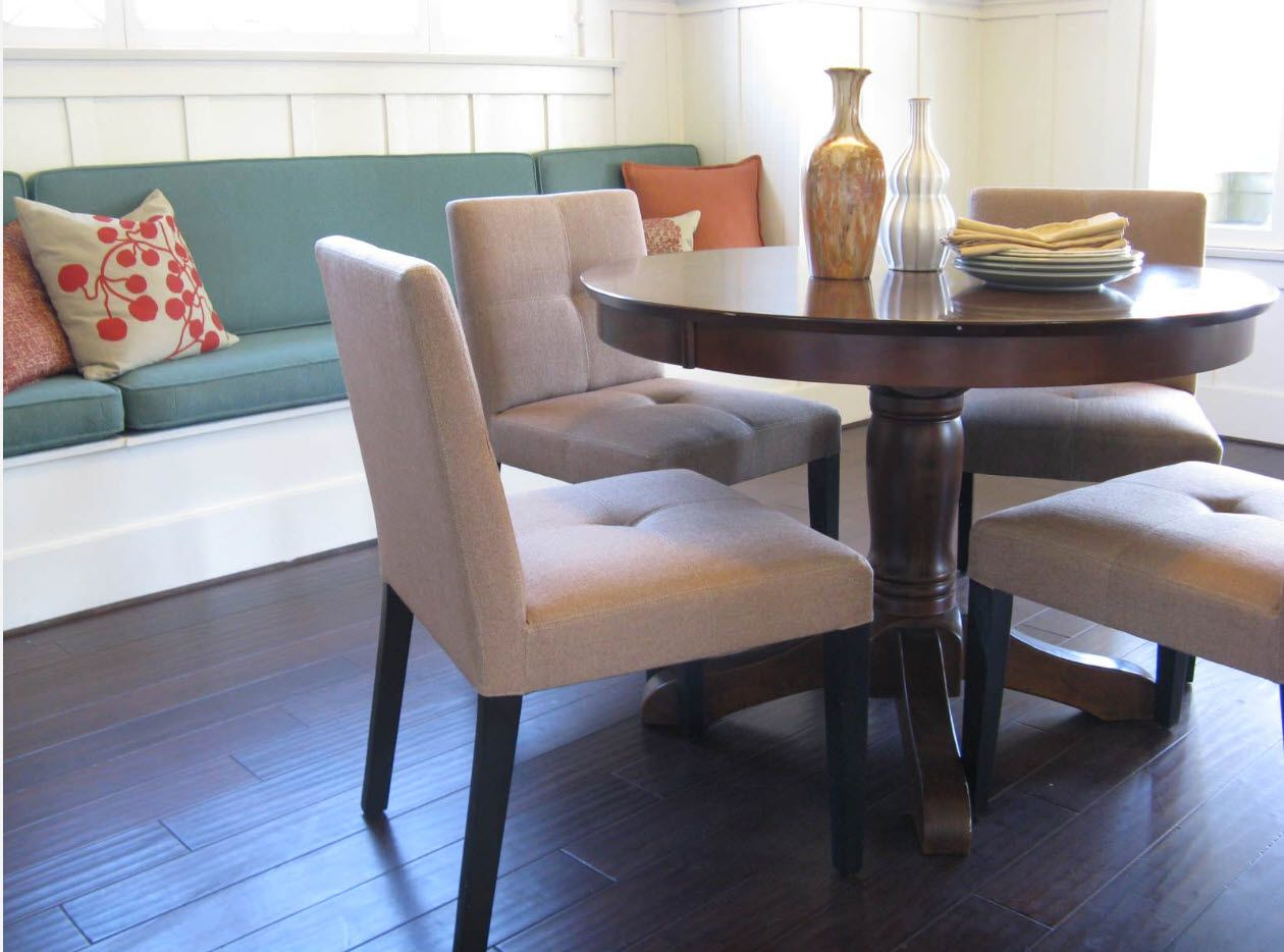 Nice polished round table on carved legs