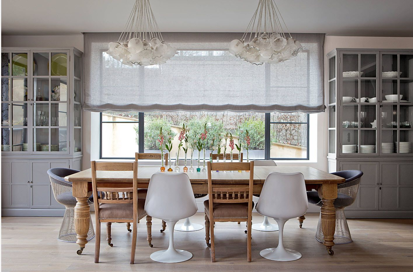 Plastic and wooden combined chairs in the nice classic design