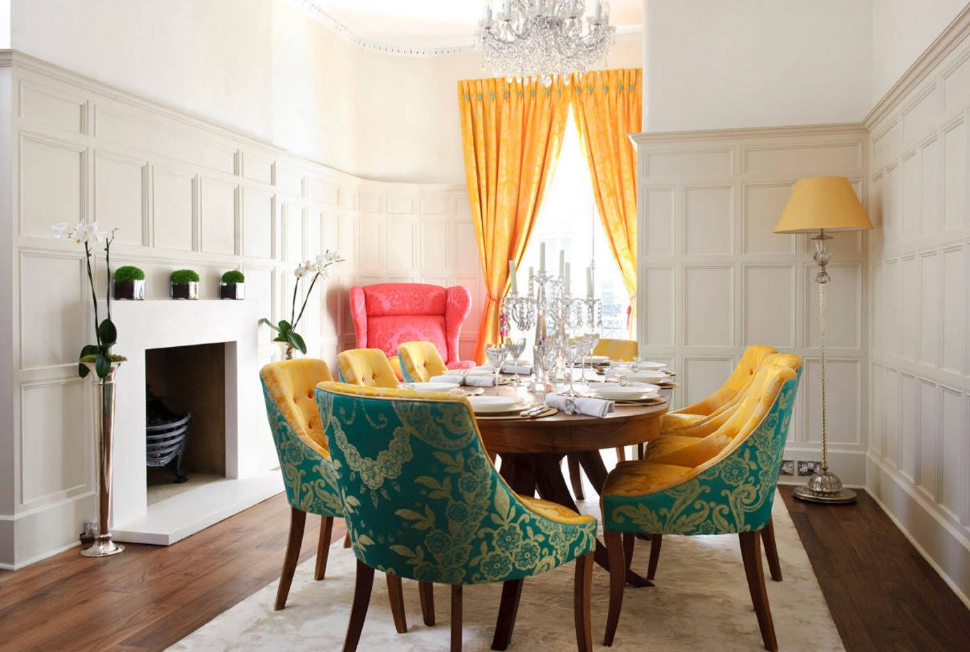 Dining Zone Table and Chairs: Practical and Aesthetic Composition. Picturesque color combination and tons of light