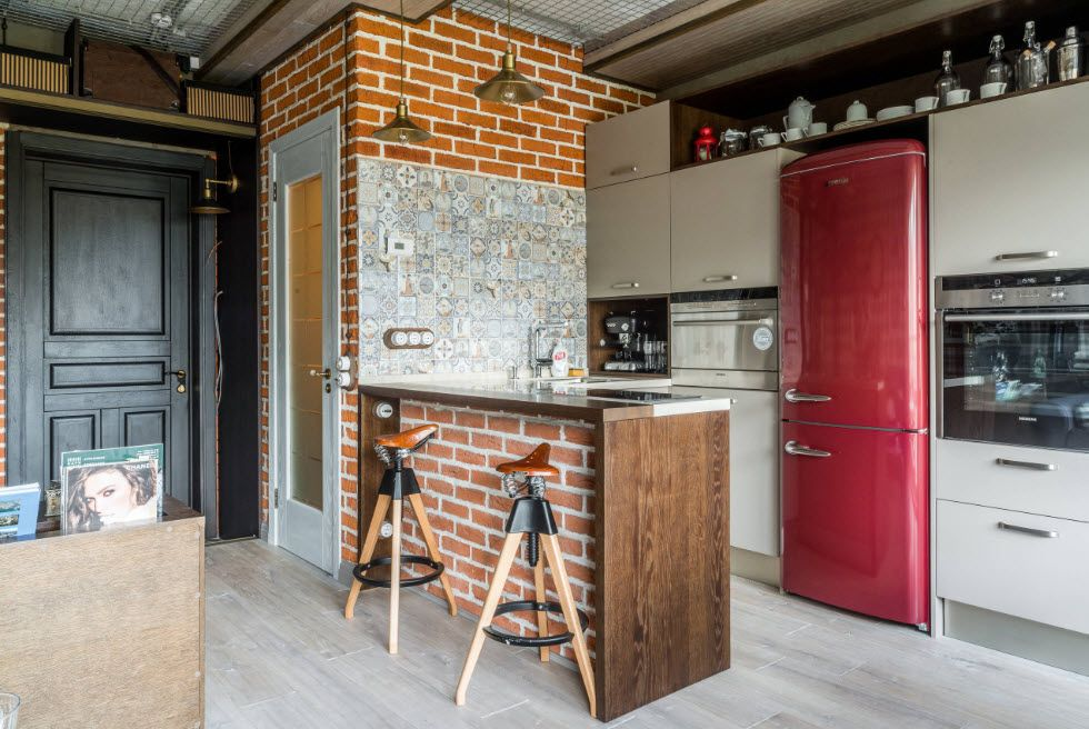 Bar counter with brickwork finishing and the kitchen set zone by a wall