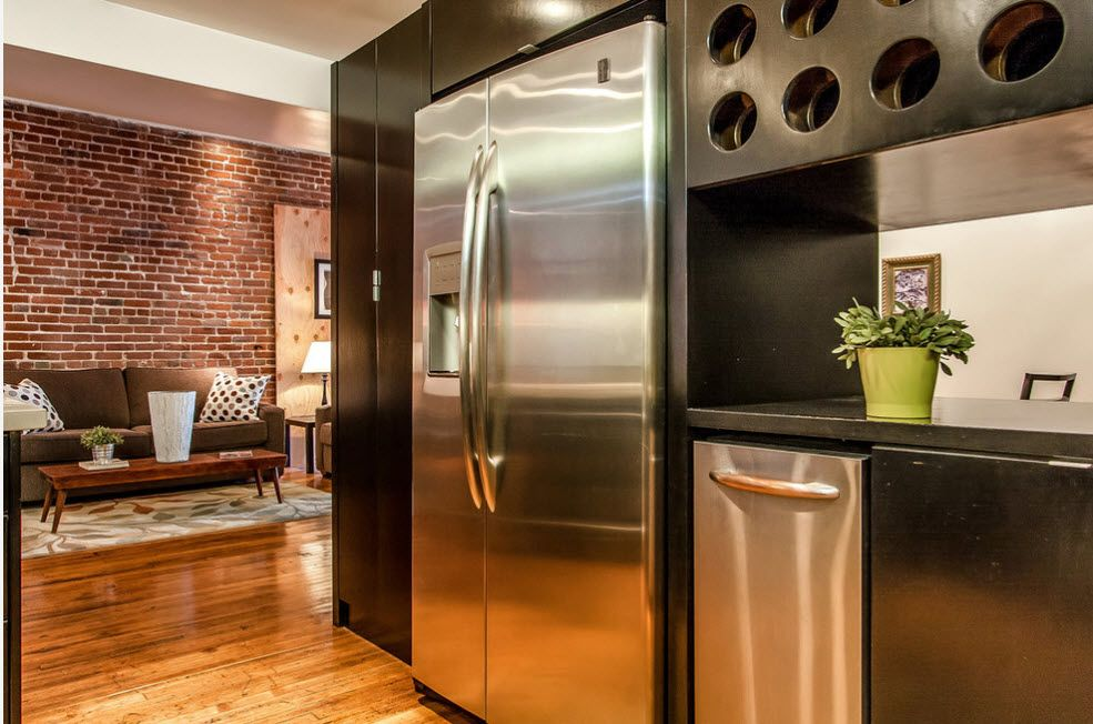 Steel surfaces of the kitchen appliances are prerequisite for the hi-tech and loft styles