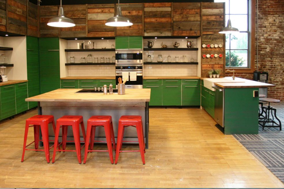 Accentual red chairs in the loft kitchen with green furniture set
