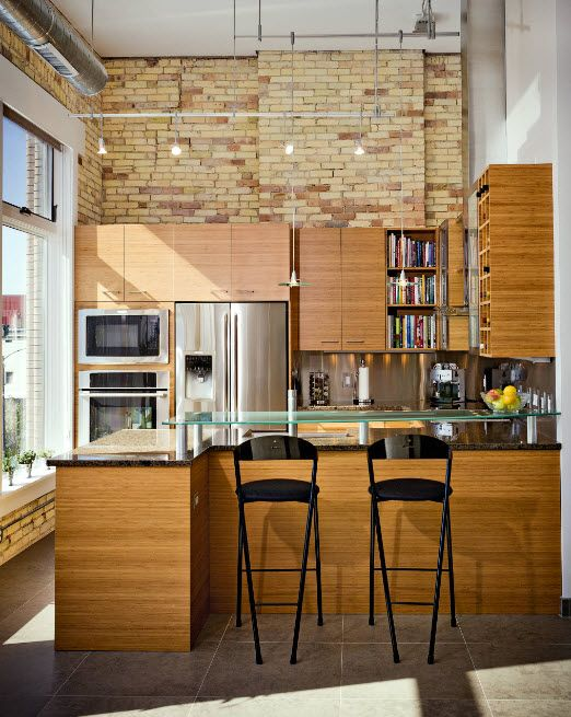 Classic and loft mixing in the light decorated kitchen