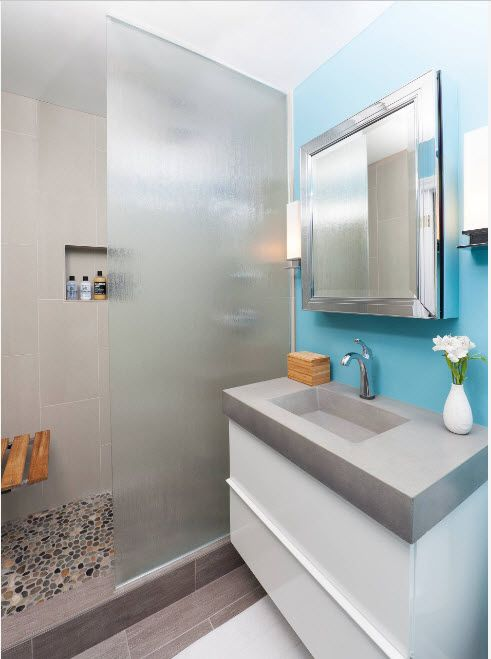 Small functional bathroom with shower zone