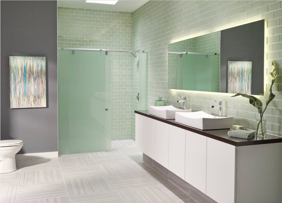 Glass Bathroom Screen. Types, Design, Interior Application. Modern angular view