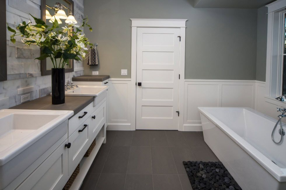 Nice interior design of the bathroom with dark notes in the from of knobs and other fittings