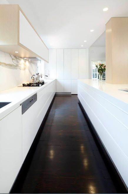White funriture facades and wenge laminate in the kitchen