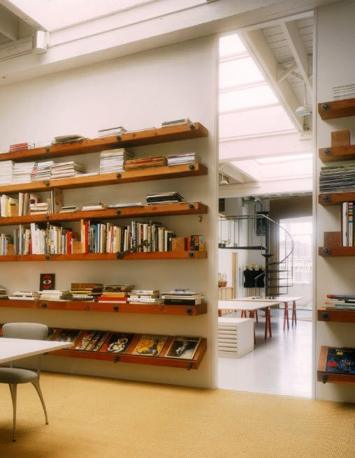 Open one-dimension shelves of wood on the sliding wall. Spectacular design