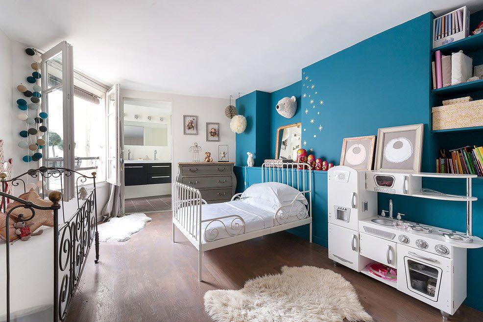 Concentrated blue color for walls in the kids room