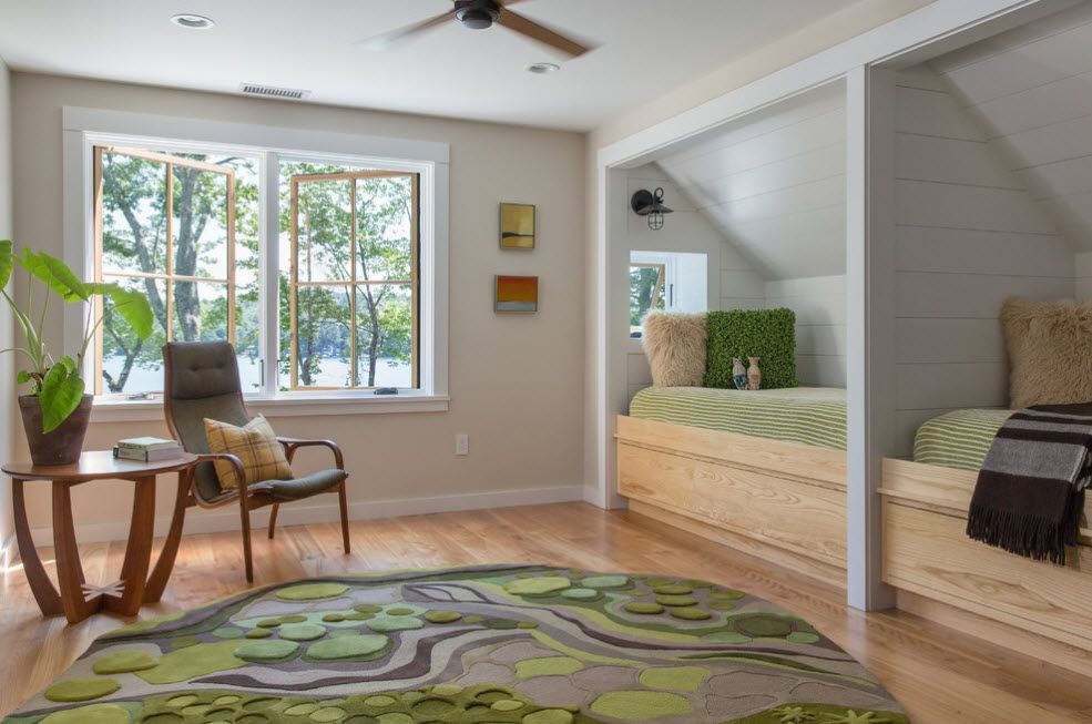 Green rug in the center of teh fresh designed kids room decorated with natural materials