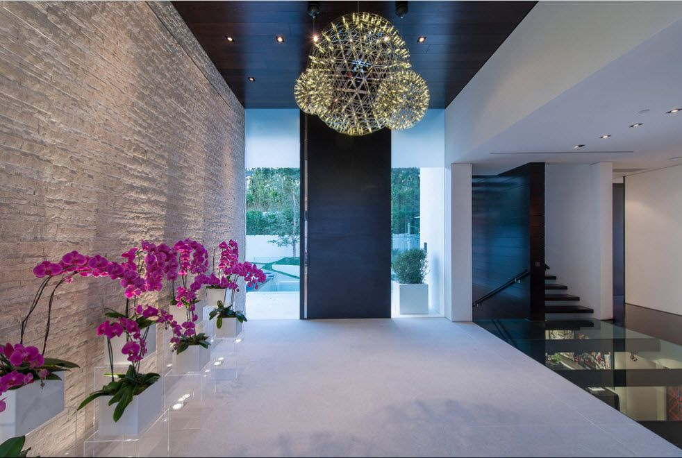 3D-panels imitating light stone for the grandeur large hall of the private mansion