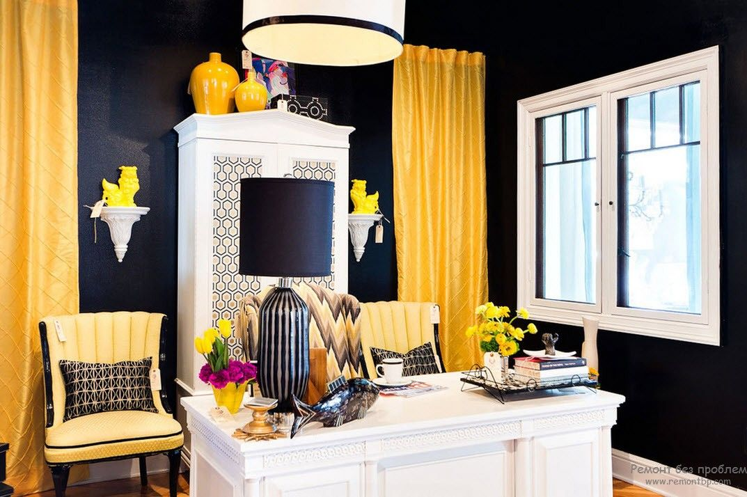 Striking black and yellow combination for the kitchen with wooden creamy island