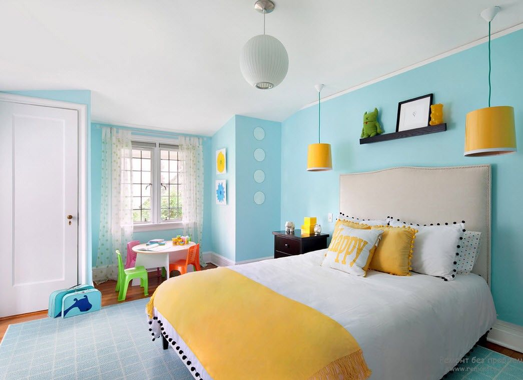 Nice yellow and blue color mixing in the bedroom