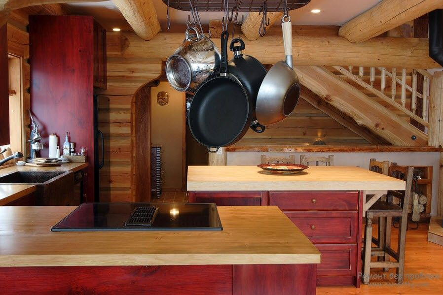 Dark red nobility of the wooden kitchen facades with streaks of natural wood