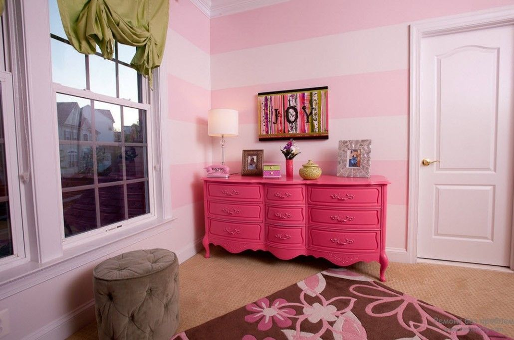 Figured pink boudoir