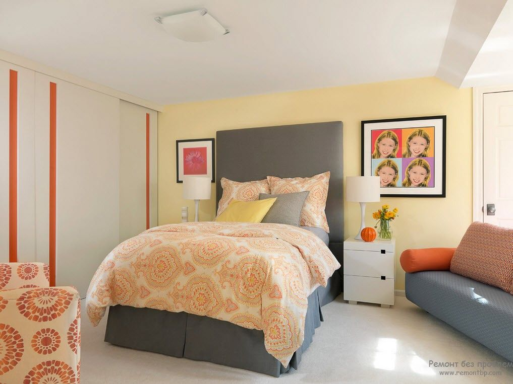White matted ceiling and yellow painted walls with gray hadboard of the royal bed