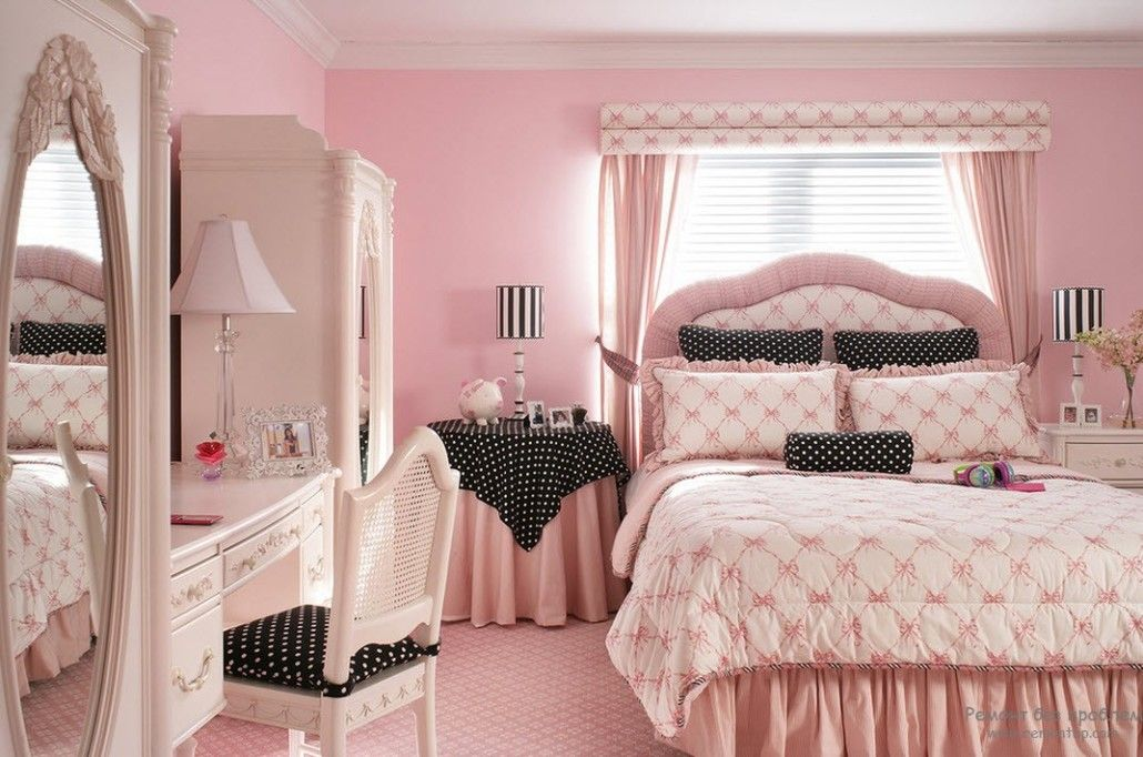 Gorgeous girlish bedroom design in French royal style