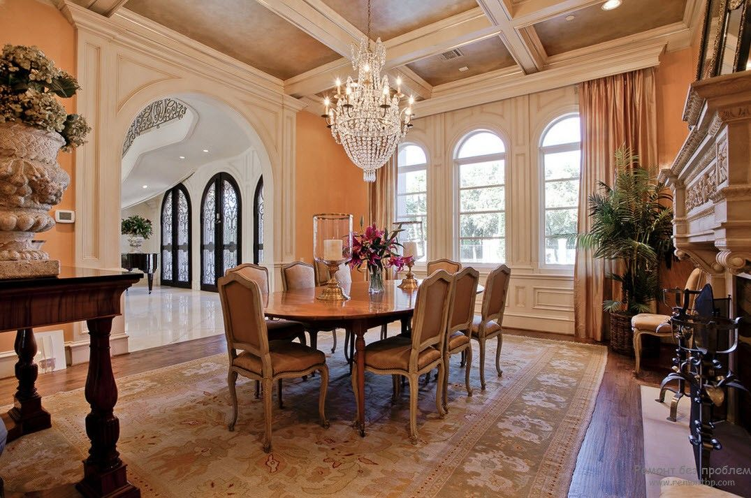 Classic decorated dining room with the crystal chandelier