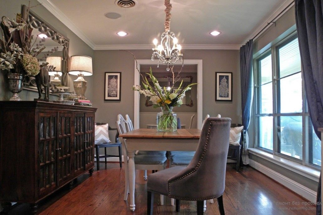 Dark gray classic interior with picture at the wall
