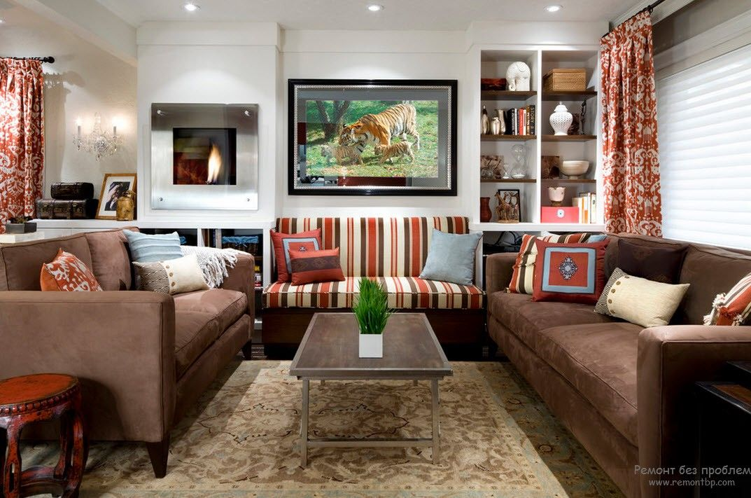 Intricate living room interior with white walls, brown visual bottom and many lighting fixtures