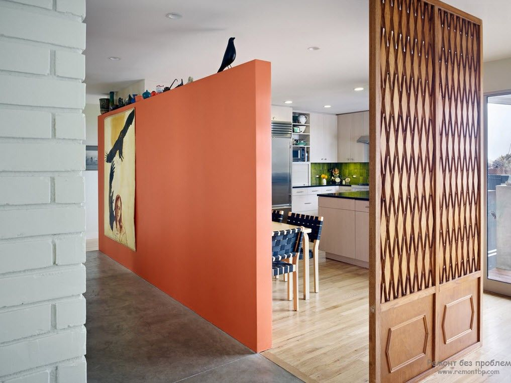 Striking peach colored zoning partition in the large common room of the cottage