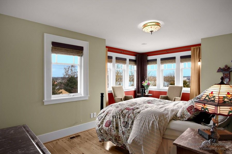 White ceiling and bay window with red walls in the bedroom