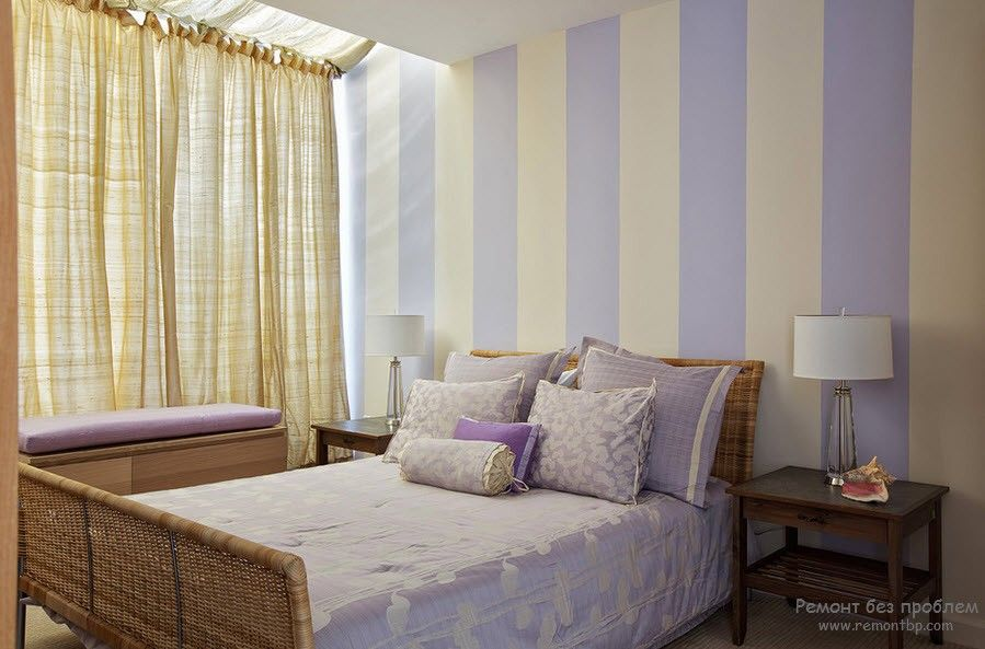 10+ Most Effective Ways of Increasing Interior Space. Vertical pale blue stripes make the room higher