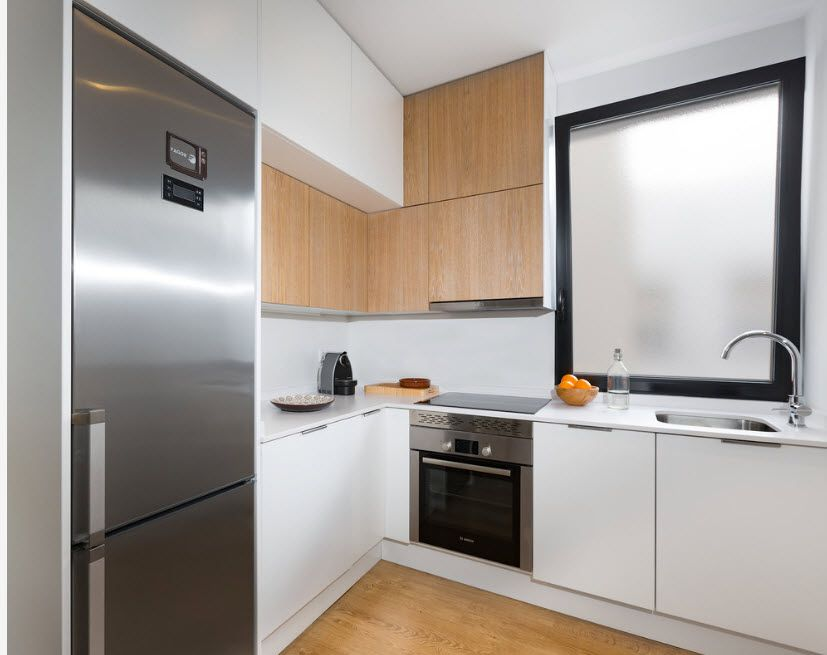 Small kitchen with skillfull light decoration looks bigger