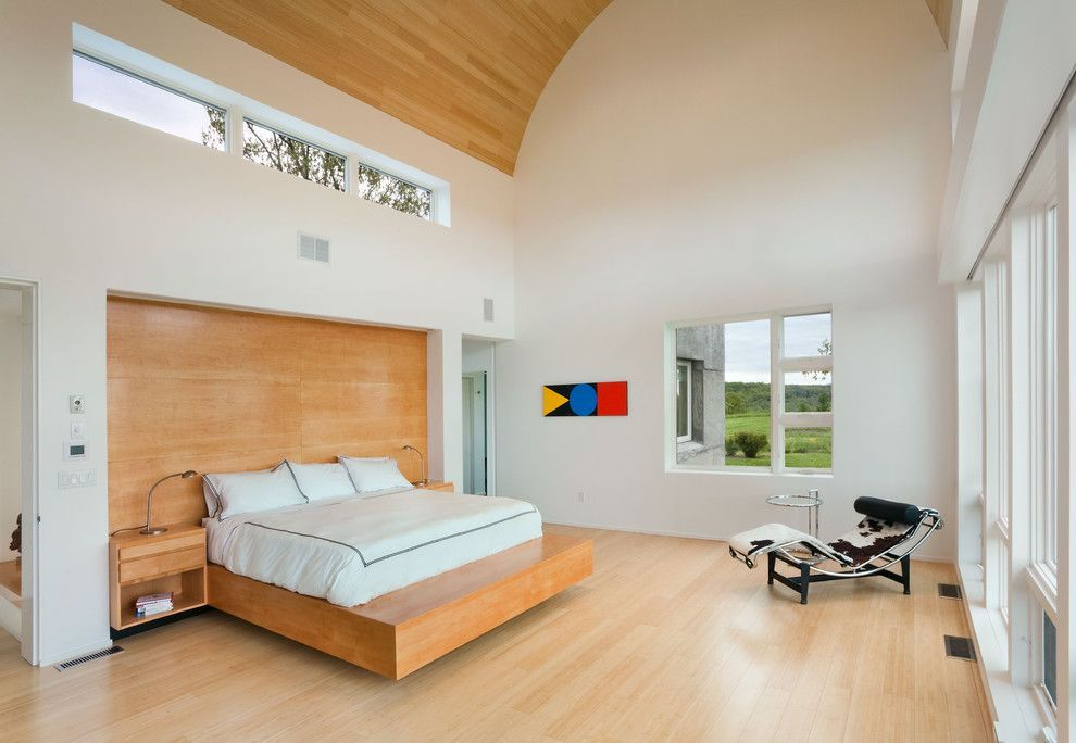Podium Bed. Luxury or Functional Interior Element? Light wooden motiffs in the large private mansion