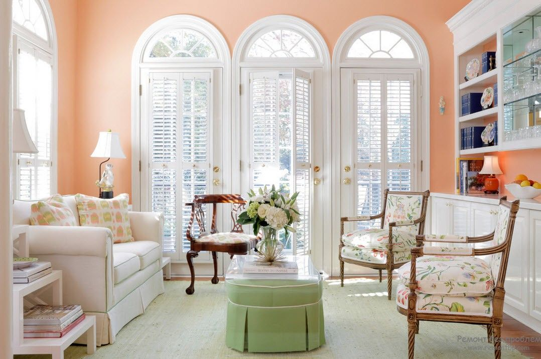 Arch Windows And Peach Colored Walls For Light Living Room