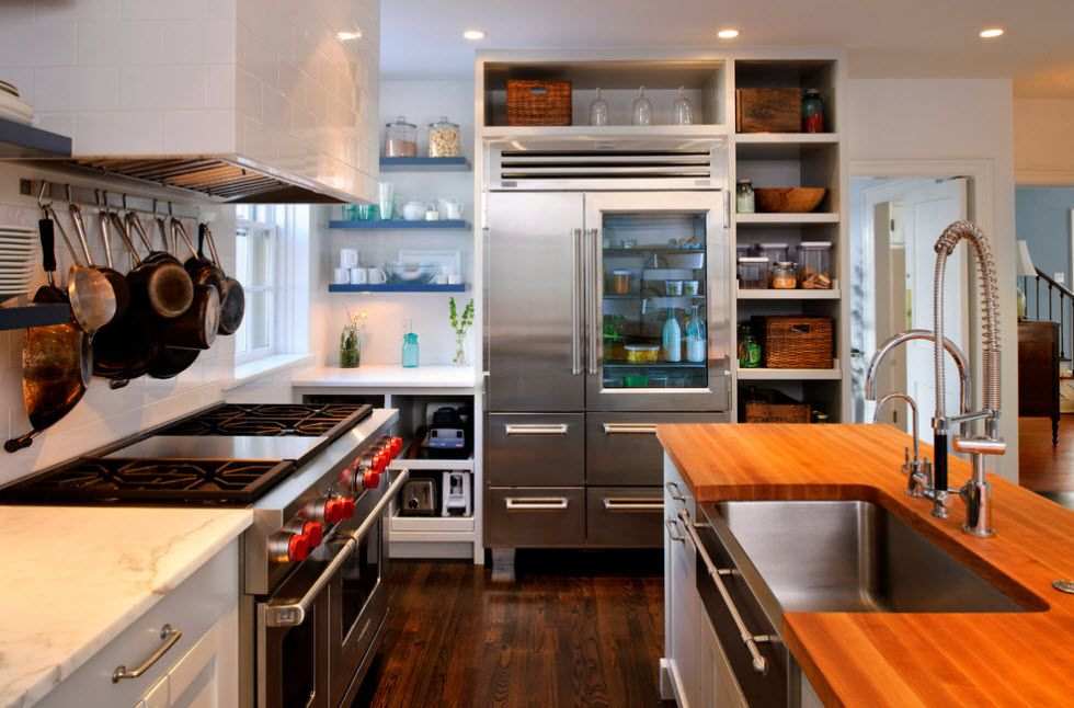Prominent Rustic design for the large functional kitchen with lots of storage