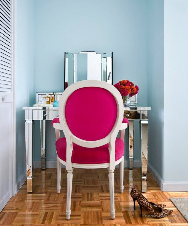 10+ Most Effective Ways of Increasing Interior Space. Bright element of the boudoir as an accent