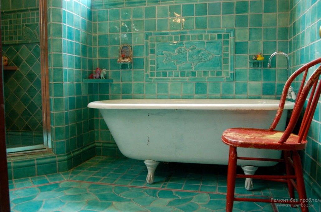 Turquoise Color Interior Decoration. Marine Theme for Your Home. Classic bathtub and the ceramic tile