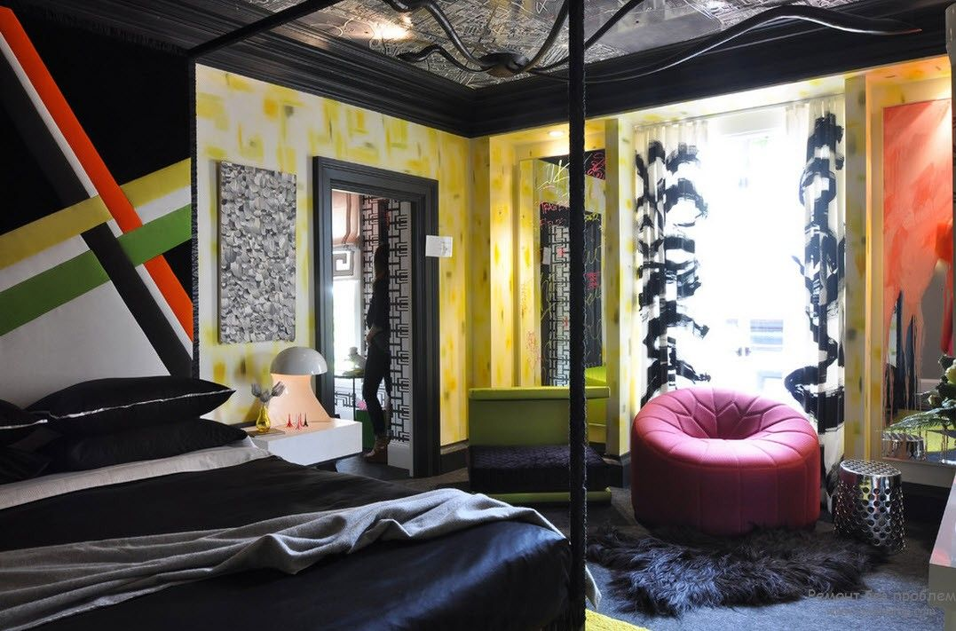 Black and yellow mixing in the modern natural lit youth rooms