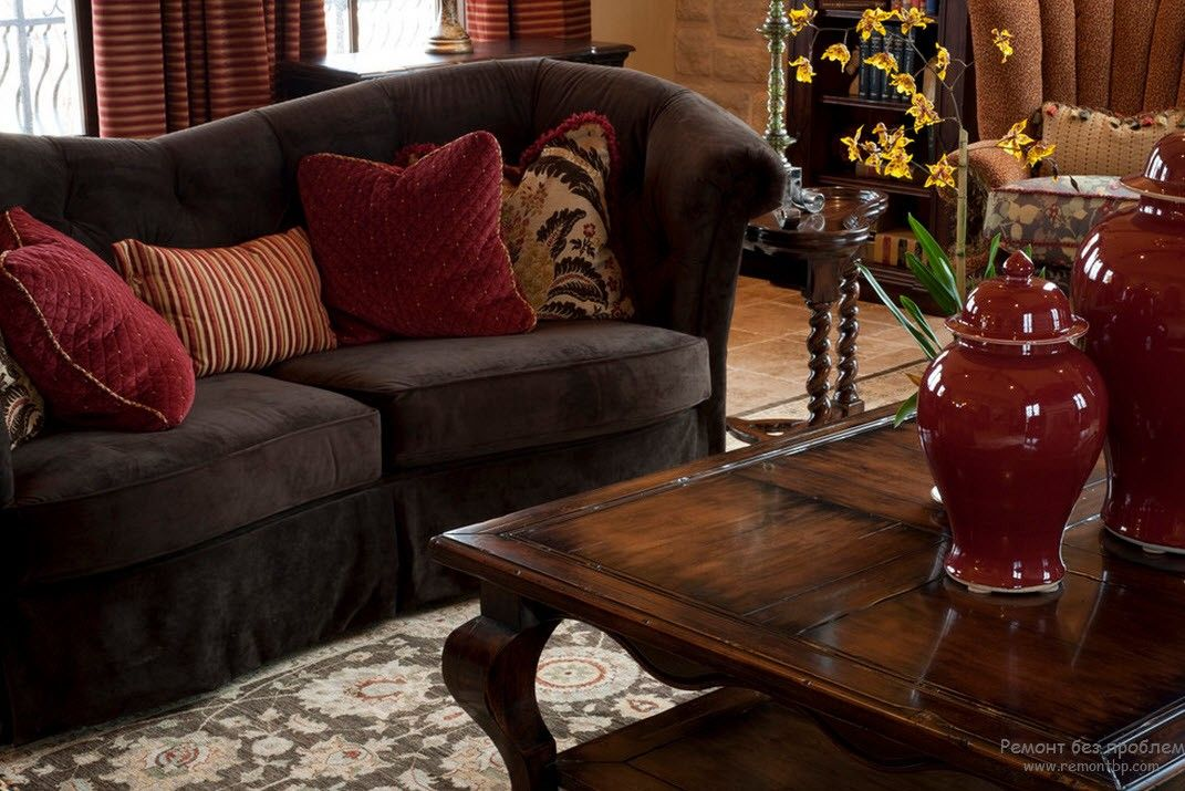 Noble dark wooden color scheme for the living room with vintage furniture