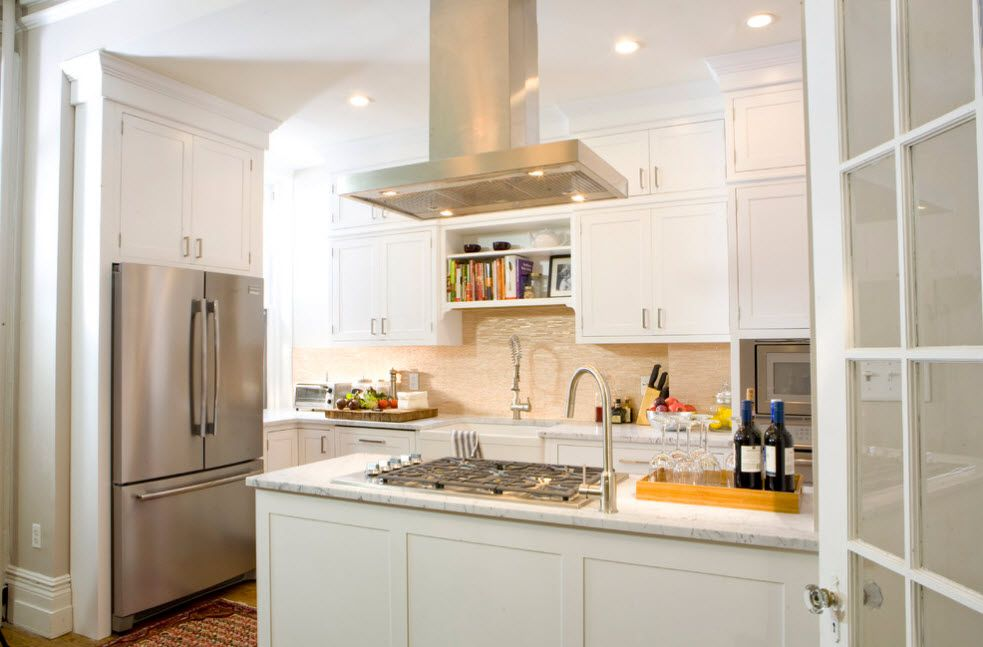 White interior full of lighting fixtures and modern appliances