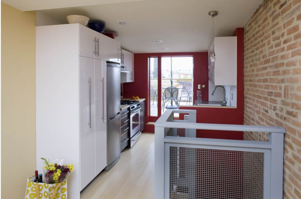 Nice idea for the kitchen zone at the top level of the house with red accent wall at the window