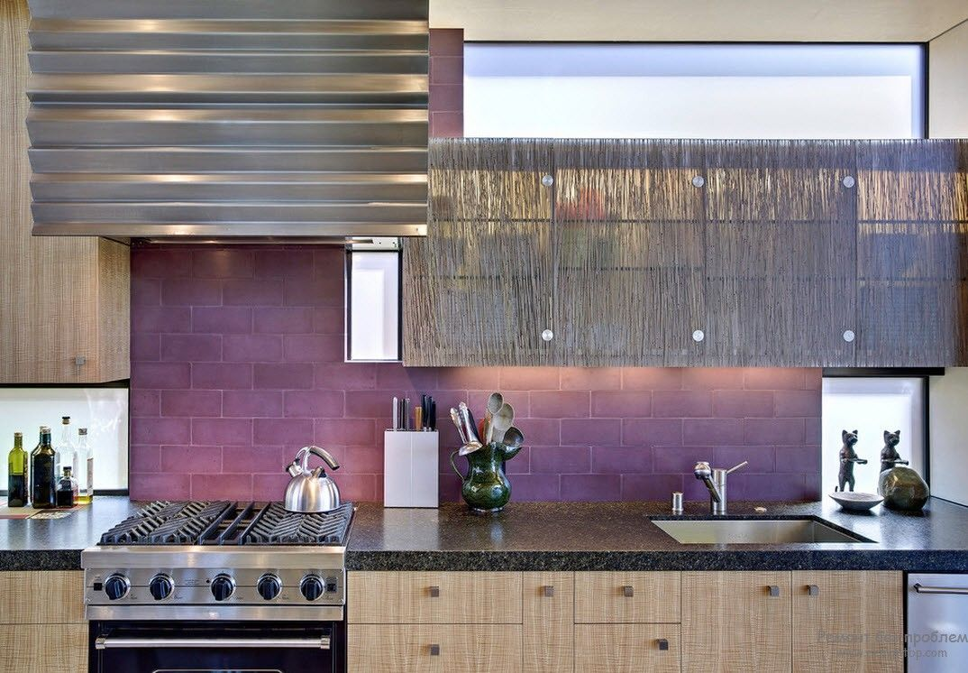 Purple Color Interior Decoration Ideas. Texture paint for the backsplash zone of the kitchen
