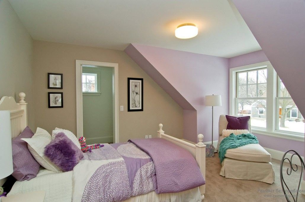 Pale purple touch to hide the wrong architecture of the wall in the bedroom