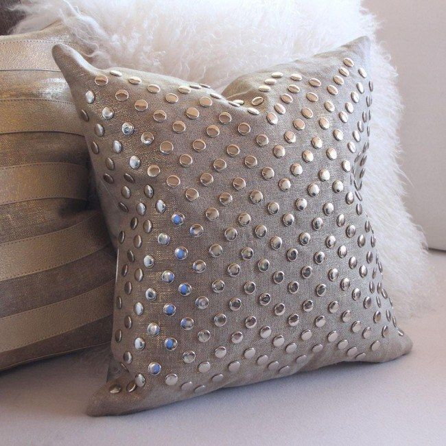Silver tinsel for the pillow