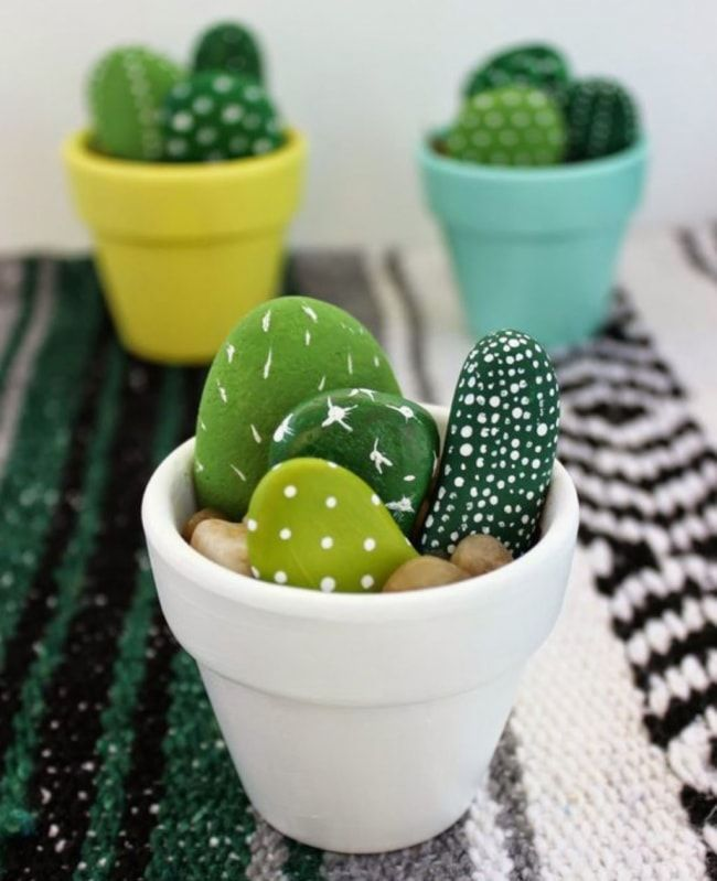 How to Decorate your Home with DIY Creative Elements. Stones and succulents