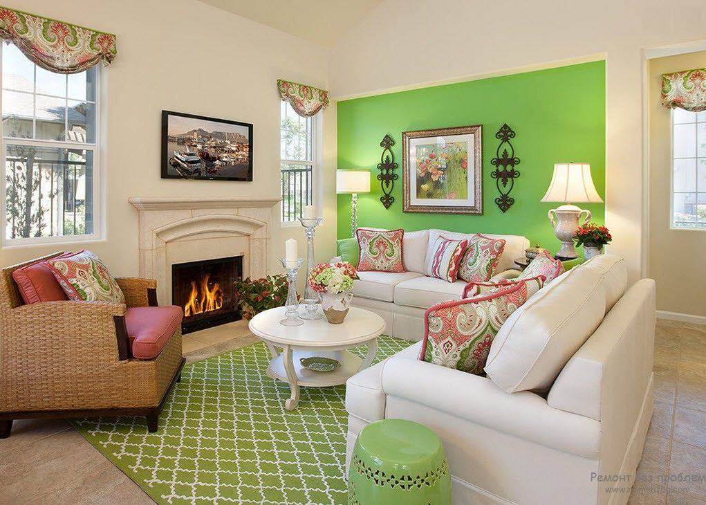 Spectacular malachite shade of green to emphasize the accent wall and some elements of the living room's interior