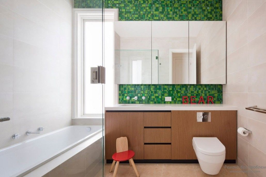 Green mosaic to finish the accent wall and the splashback of the kitchen