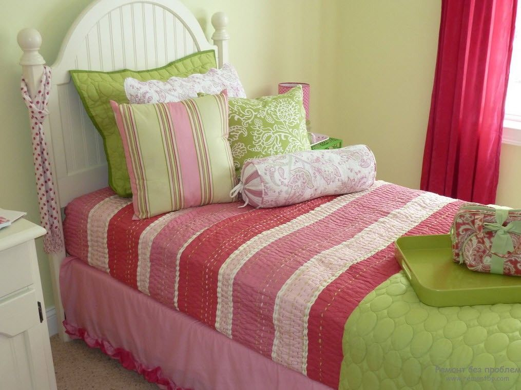 Classic style for the tight bedroom with pillows decorated bed