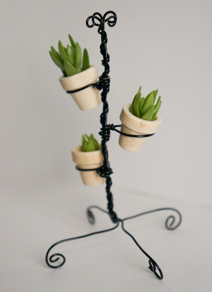 Flower Stand as Functional & Interior Decorating Element. Strong steel wire woven basis for the plants