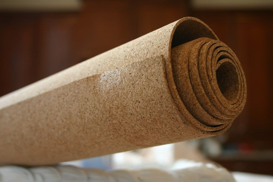 Cork Wallpaper Interior Finishing Advice & Photos. Thick roll of cork