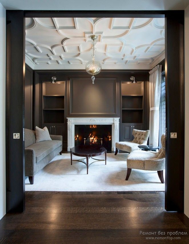 Classic styled living room in dark colors with white and gold stucco finished ceiling