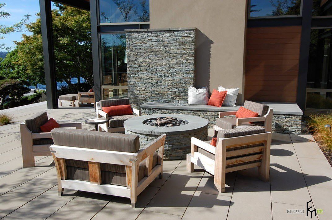 Patio furniture outdoor. Reviewing Types with Photo. Gray shades for relaxing zone of the modern styled house