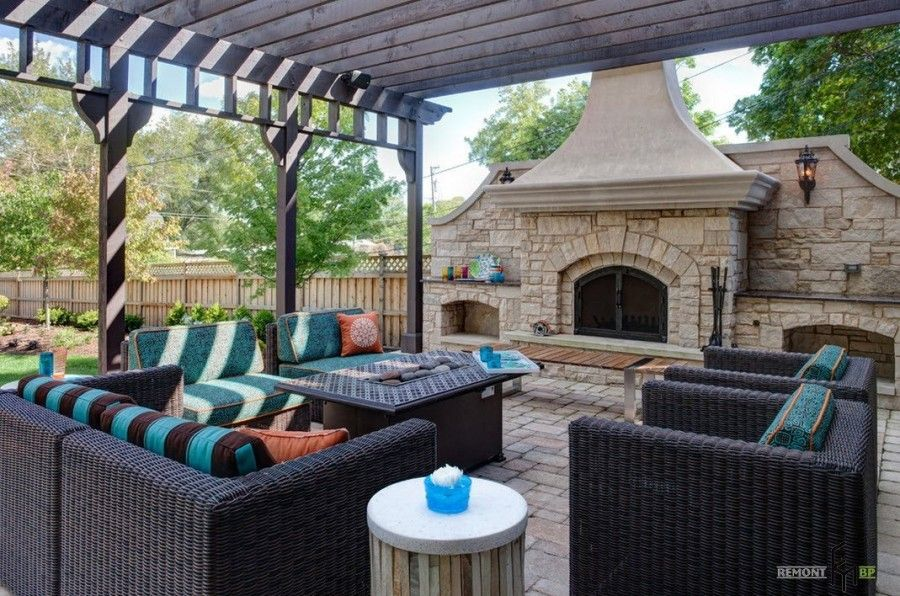 Patio roof above the Classic dark styled relaxing zone and the fireplace